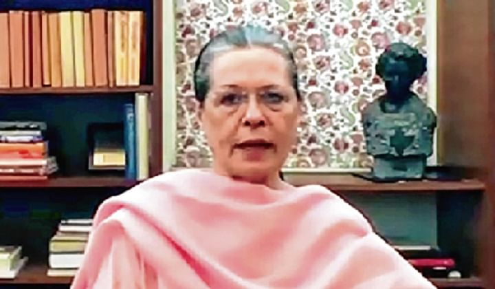 Sonia, Rahul ask Prime Minister Modi to speak up, take nation into confidence