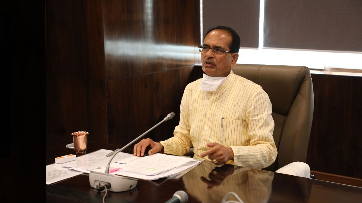 Shivraj Singh Chouhan interact with the migrant workers through a video conference