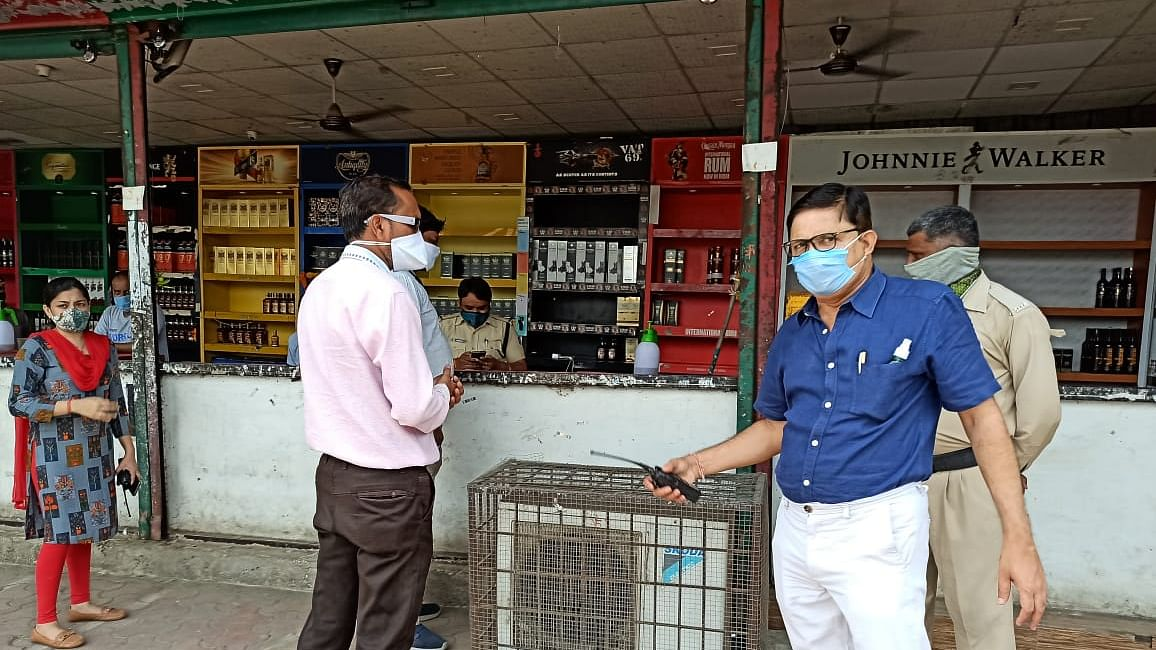 Latest coronavirus lockdown update in Maharashtra: Permit rooms and bars to continue delivering liquor at home