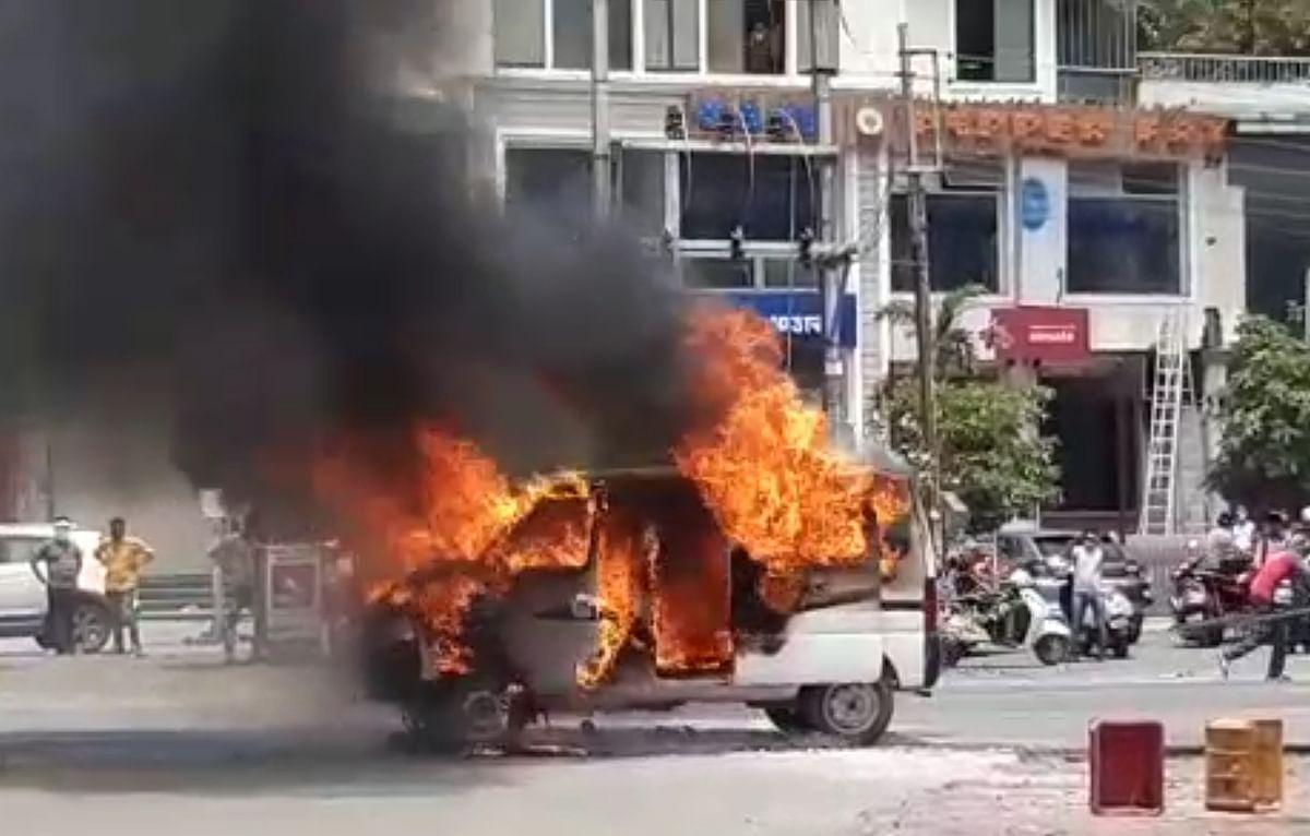 Ujjain: Van ferrying passengers catches fire