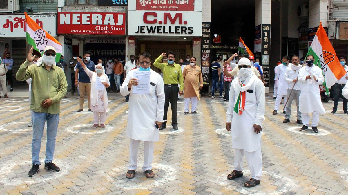 Congress MLA PC Sharma staged demonstration at Roshanpura square.