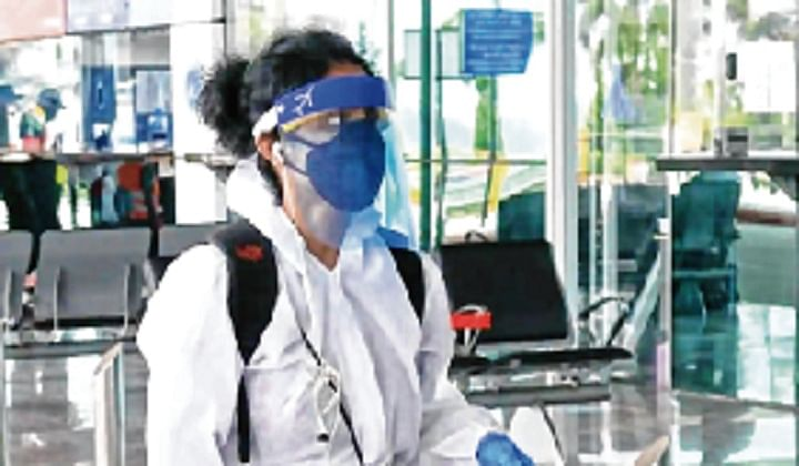 Now, Kerala CM asks foreign returnees to wear PPE kits