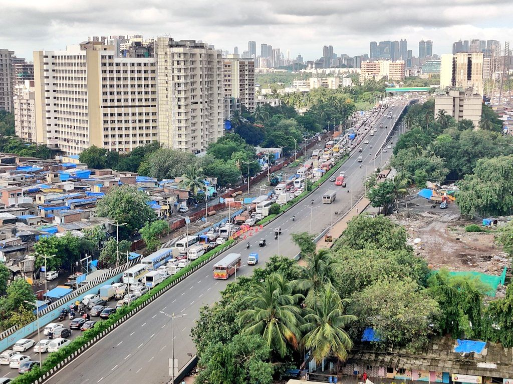 2 km Laxman Rekha creates havoc in Mumbai: City police seize over 7,000 vehicles on Sunday for violating lockdown norms; over 2,000 booked