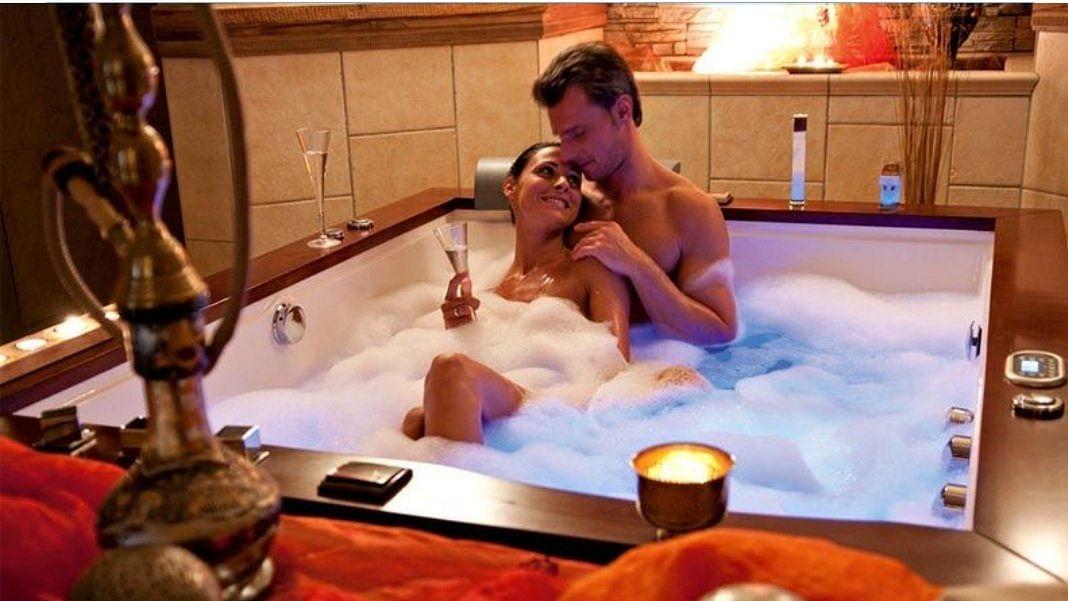 'Paani ki shortage': Netizens list reasons that stop them from enjoying romantic 'couples bath'