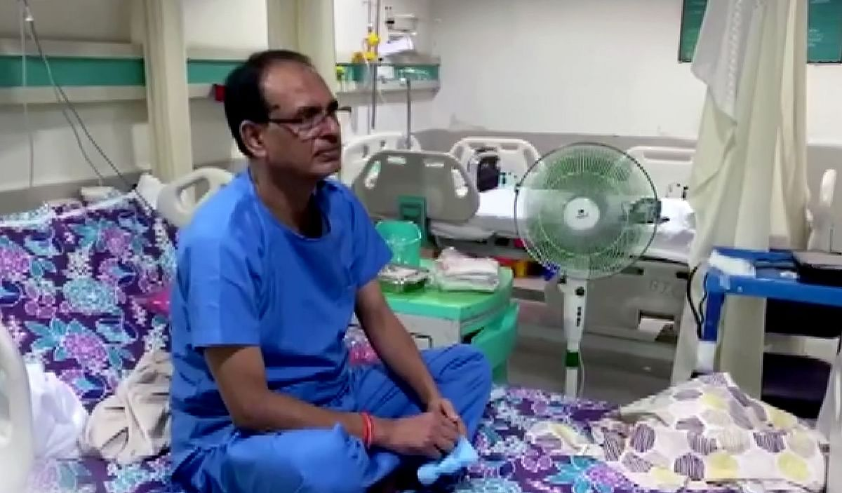 MP CM Shivraj Singh Chouhan leads by example, washes clothes himself in hospital