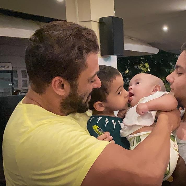 Salman Khan's latest pic with nephews Ahil, Nirvan and niece Ayat is too cute to handle
