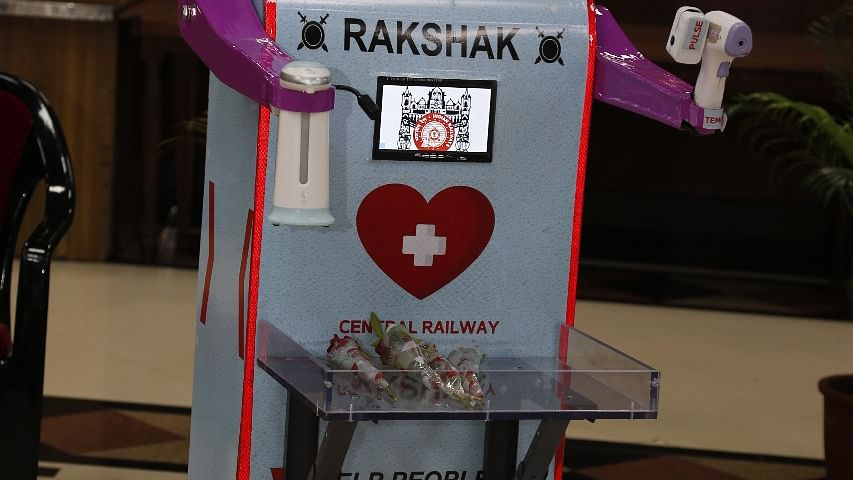 "CR hands over health assistant robot ""Rakshak"" to Railway Hospital at Byculla"