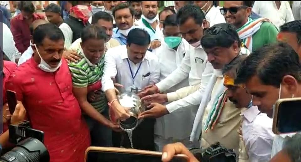 Ujjain: Madhya Pradesh Congress leader Sajjan Singh Verma washes entrance of Mahakal Temple