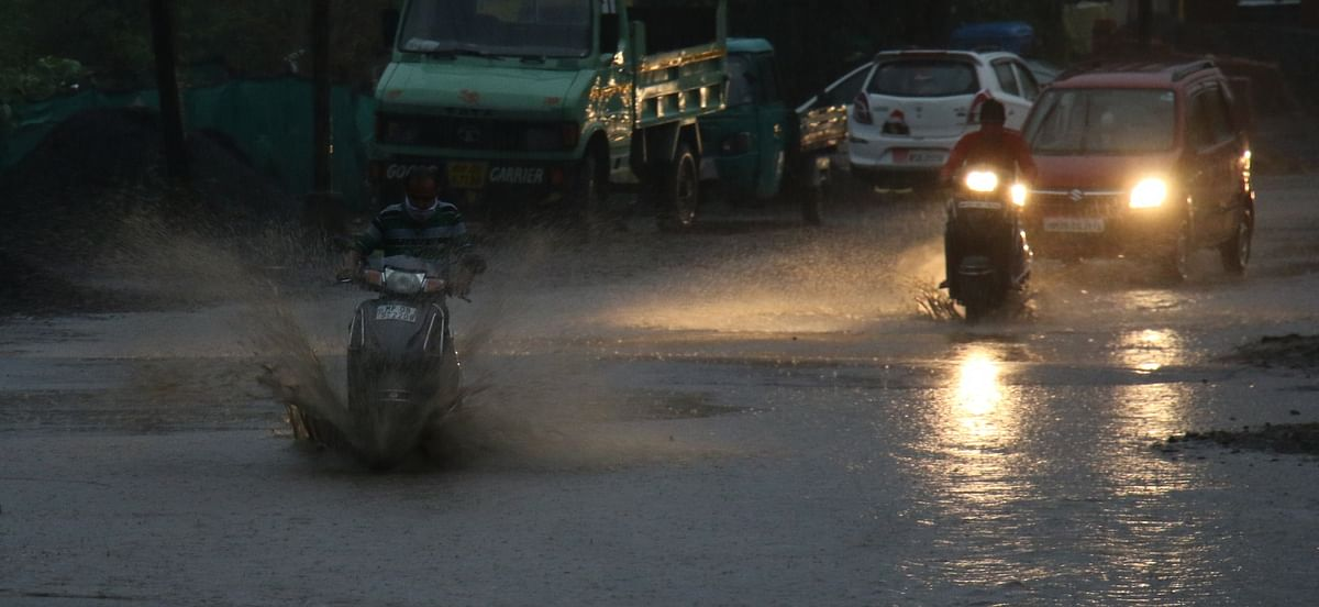 Indore: Darkness at noon, downpour till dusk