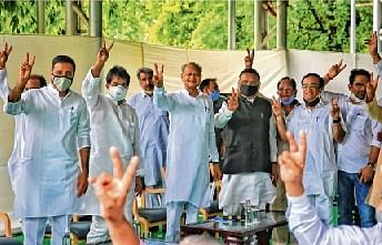 CM Ashok Gehlot (C), along with senior Congress leaders Randeep Surjewala, KC Venugopal, Avinash Pandey and Ajay Maken, flashes a victory sign at his residence in Jaipur on Monday.