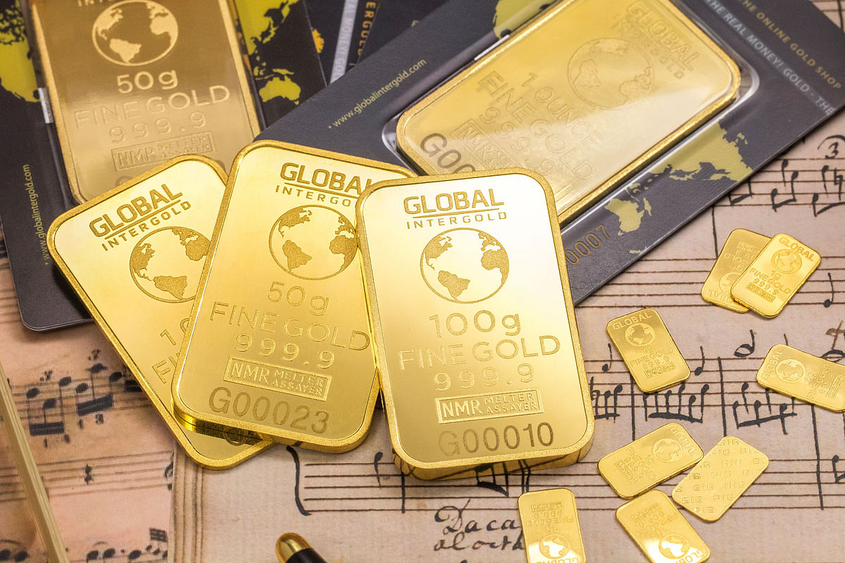 Gold glitters at Rs 51,000 mark, up by Rs 502