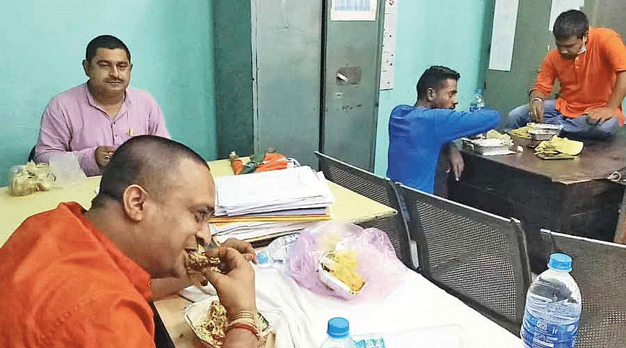 West Bengal: Inspector gets transferred after picture of BJP agitators eating mutton-rice while in custody goes viral