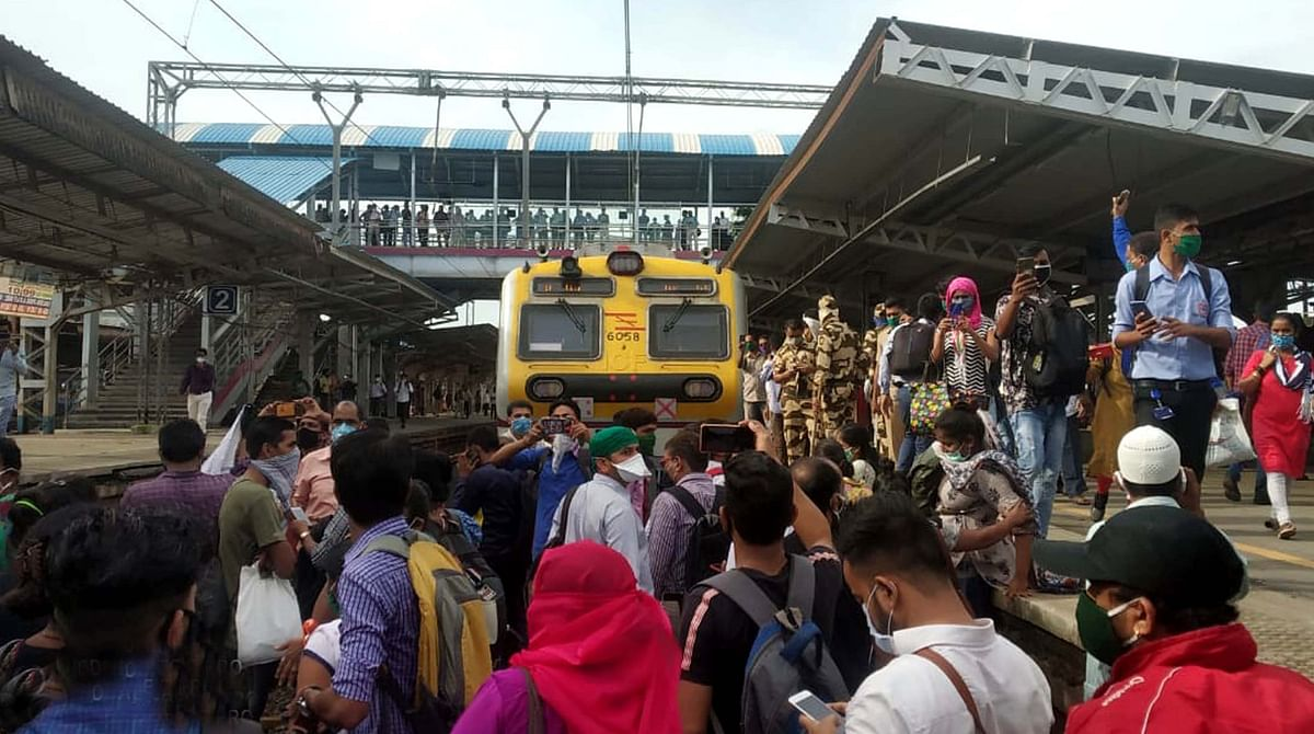 Around 200 commuters protested on the railway track at Nallasopara on Tuesday.