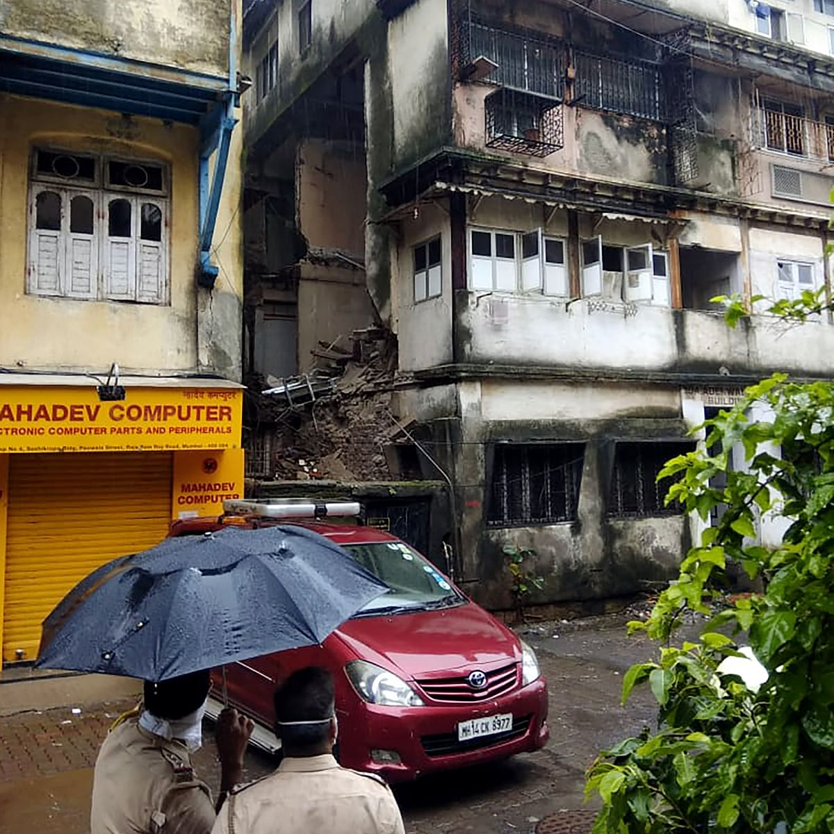 Mumbai: Two injured after building collapses at Grant Road