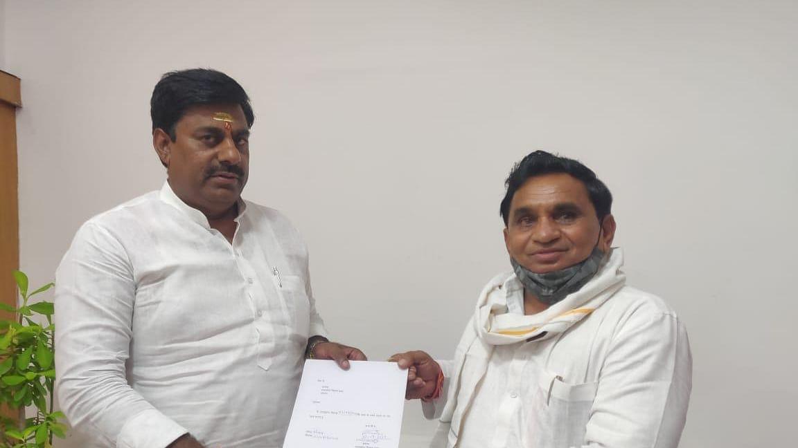 Congress MLA from Mandhata, Narayan Patel resigns from his membership of the Legislative Assembly.