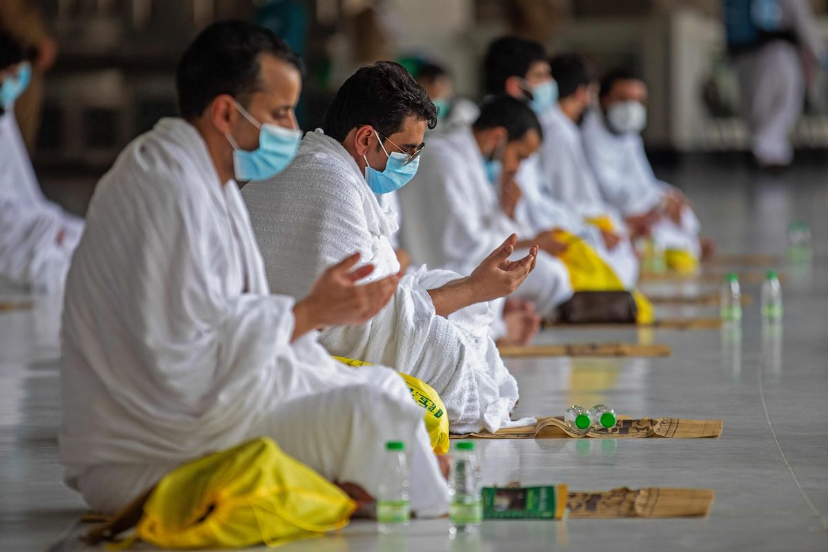 Mask-clad Muslims begin downsized Hajj