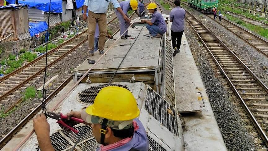 CR's Mumbai Division carries out maintenance work during Sunday mega block