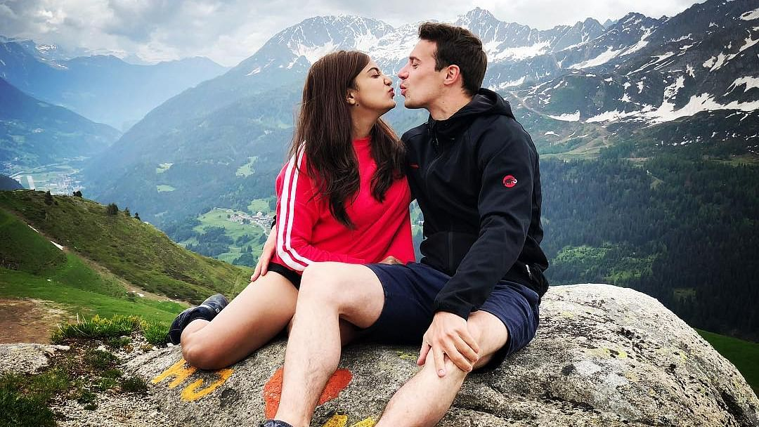 Monali Thakur lashes out at trolls who called her 'gold digger' for marrying Switzerland-based restaurateur