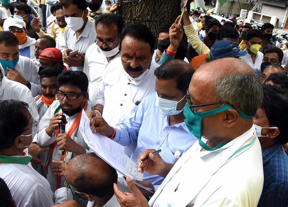 Madhya Pradesh: Sachin Pilot's future in Congress is bright and should not go Scindia's way, says Digvijaya Singh