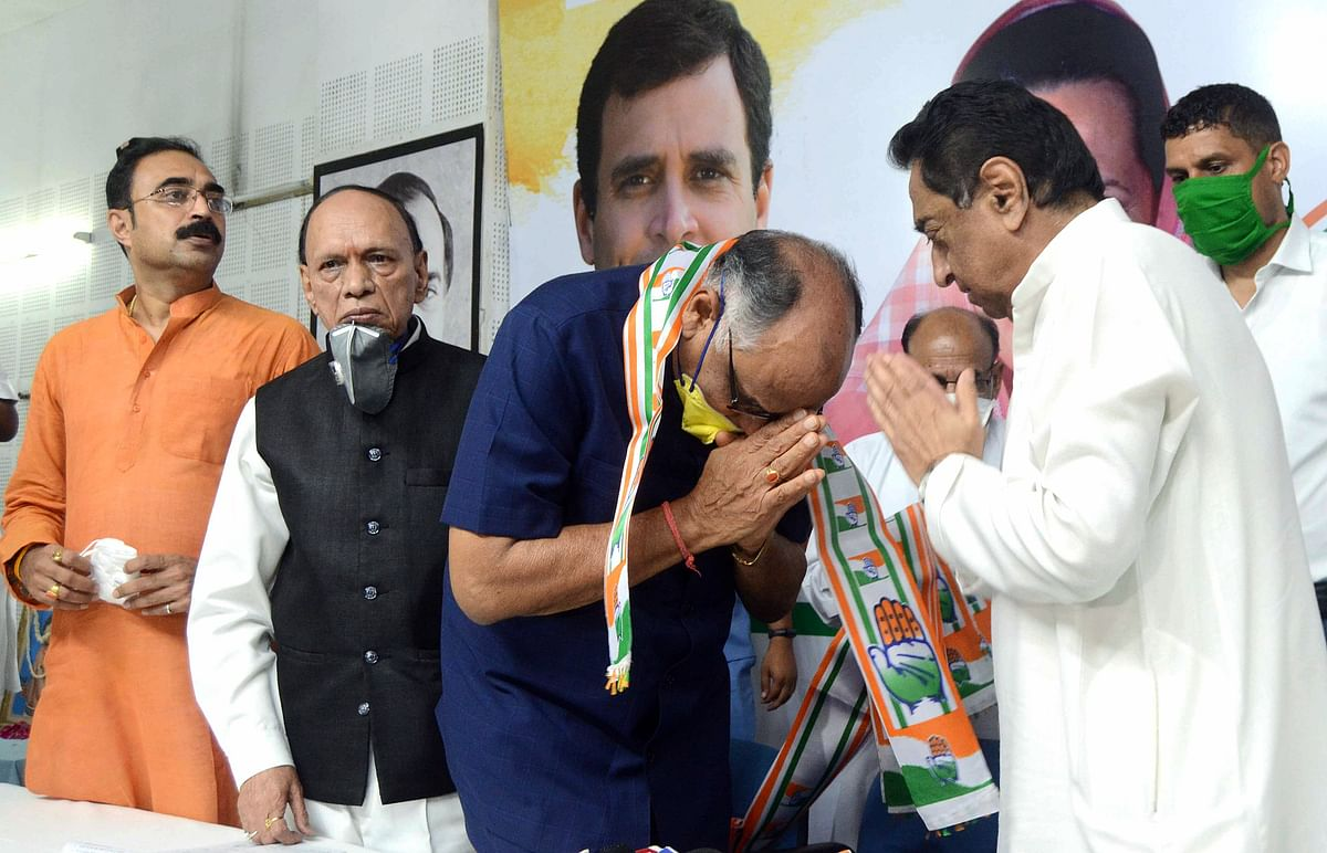 BJP leader and former Madhya Pradesh Minister KL Agrawal join Congress party in presence of Congress State President Kamal Nath at PCC headquarters in Bhopal on Thursday.