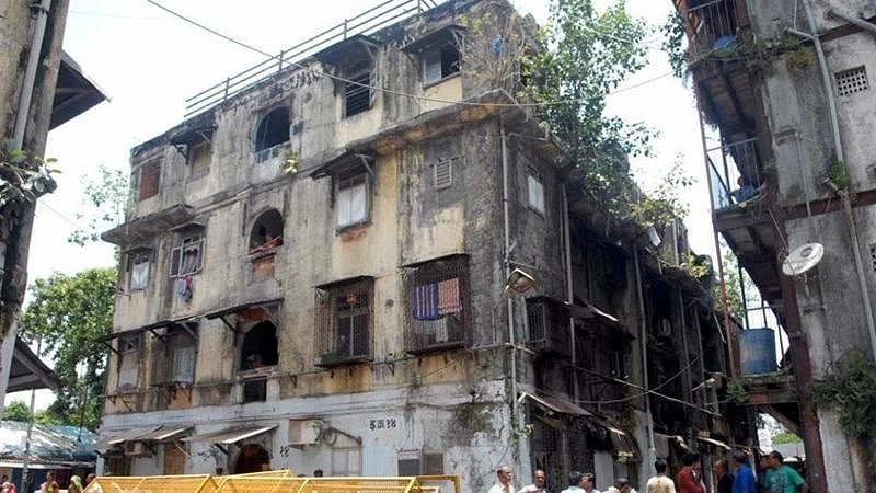 Evacuation of residents from 'dangerous' Thane bldgs begins