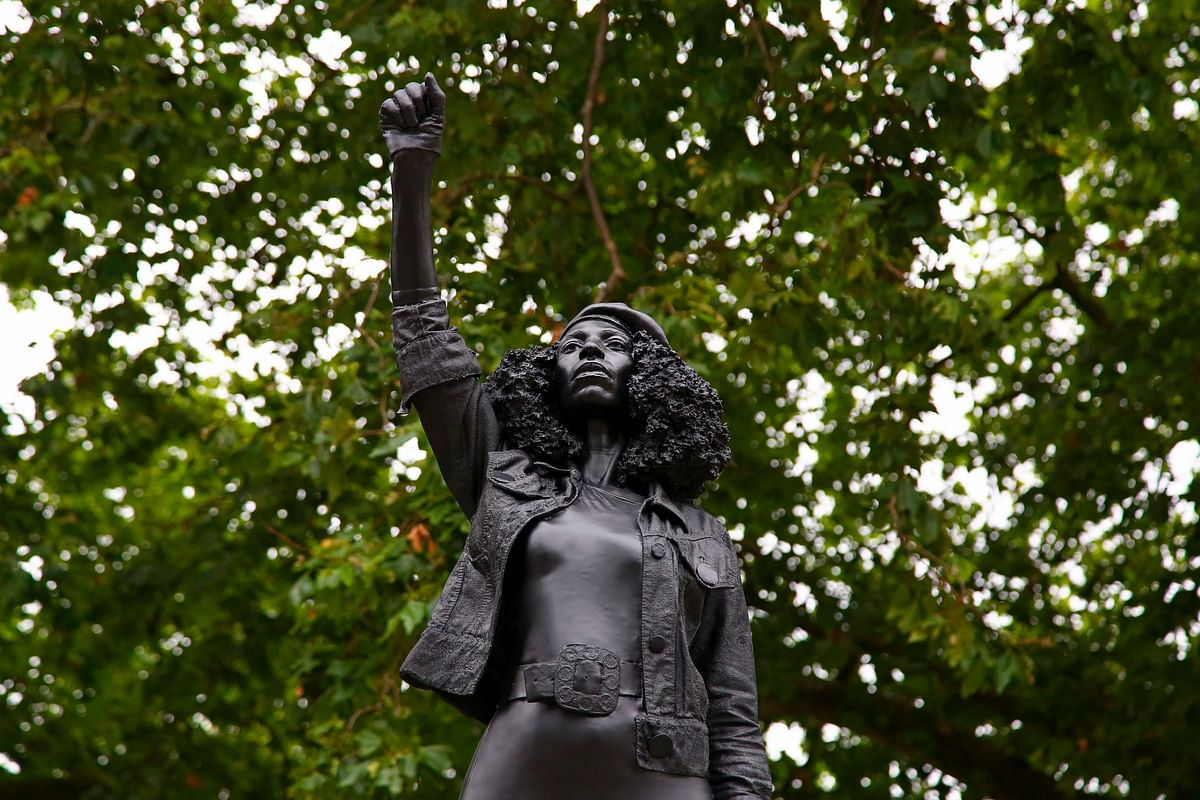 Statue of black protester replaces UK slave trader