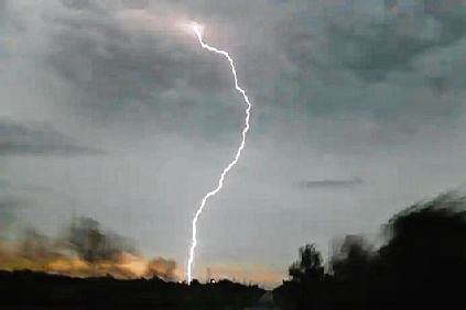 Lightning kills 2 in separate incidents in Palghar