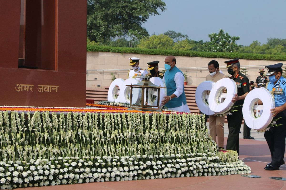 Kargil Vijay Diwas: Defence Minister Rajnath Singh pays tributes at National War Memorial, watch video