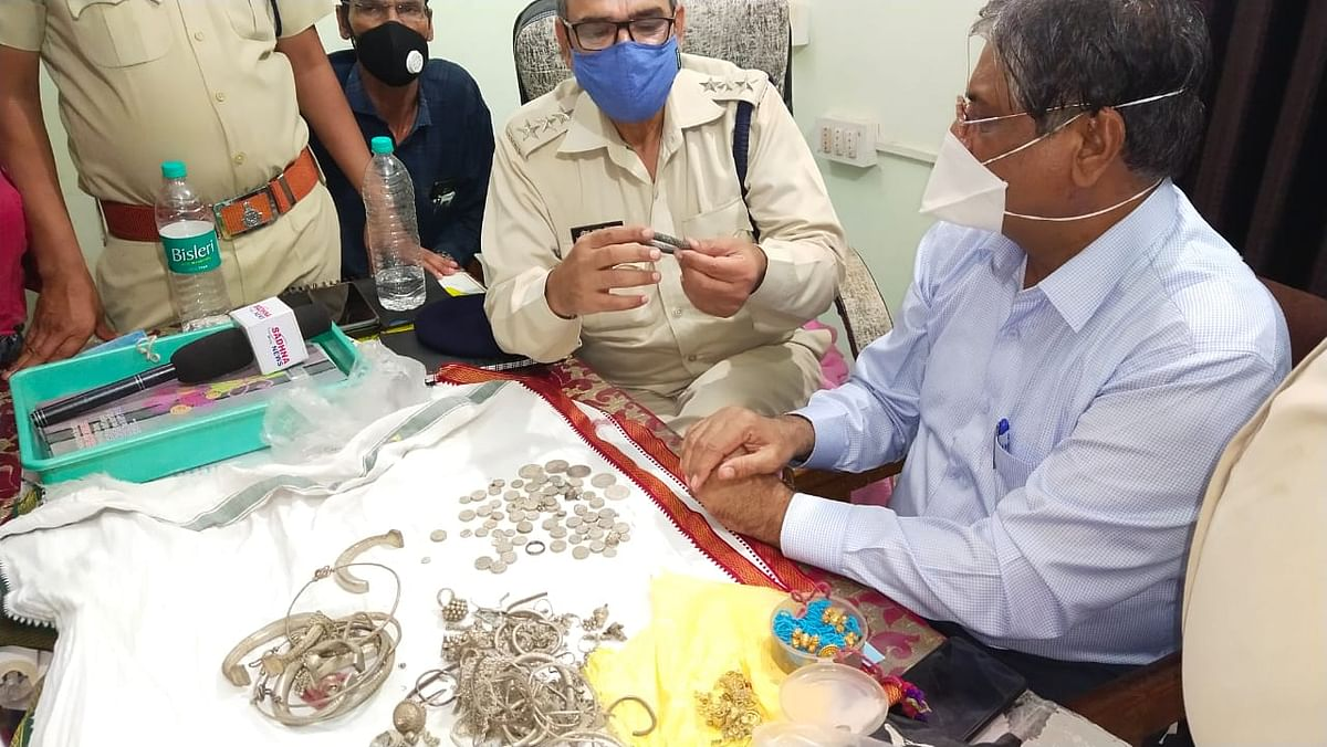 Police and revenue officials valuating the seized ornaments from Mehidpur.