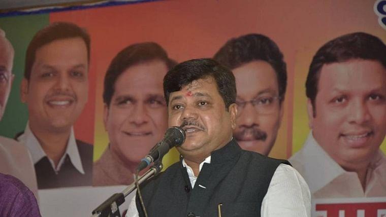BJP leader Pravin Darekar's car meets with accident in Maharashtra's Jalgaon