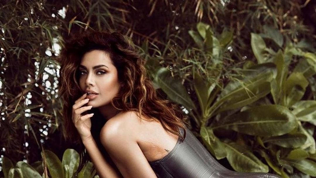 'Can someone please tell me where is Delhi': Esha Gupta is having trouble with geography