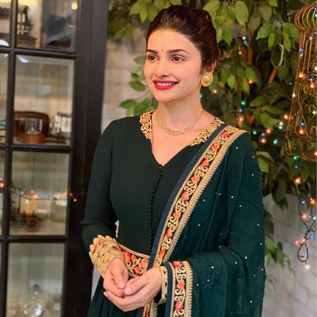 'Hypocrisy Queen': Prachi Desai called out after old tweets on 'Bol Bachchan' surface online