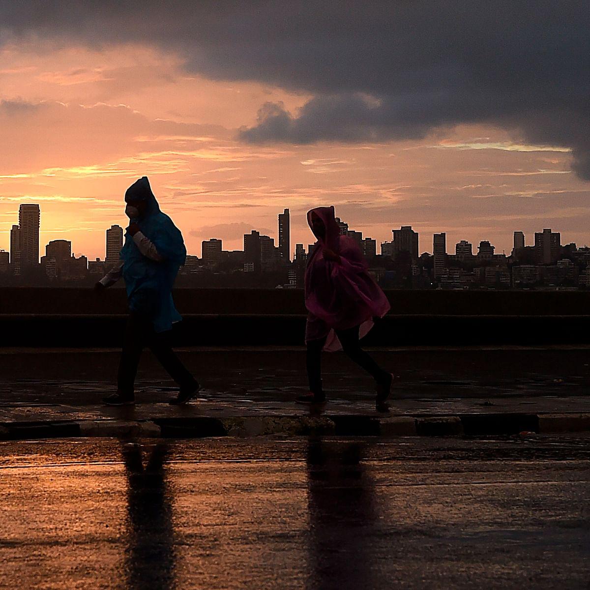 Heavy rains lash Mumbai, IMD says expect moderate for next 48 hours