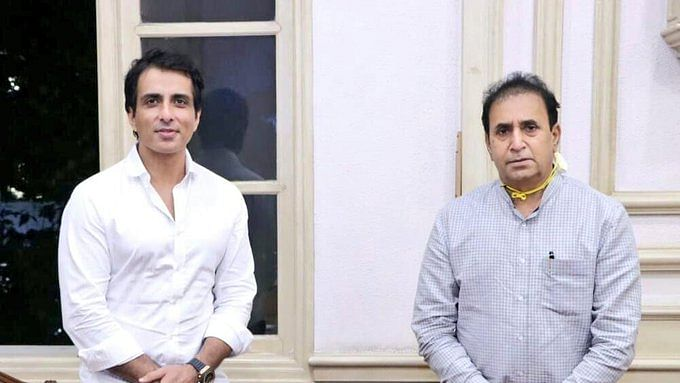 'Migrants Saviour' Sonu Sood gives 25,000 face shields for Maharashtra Police