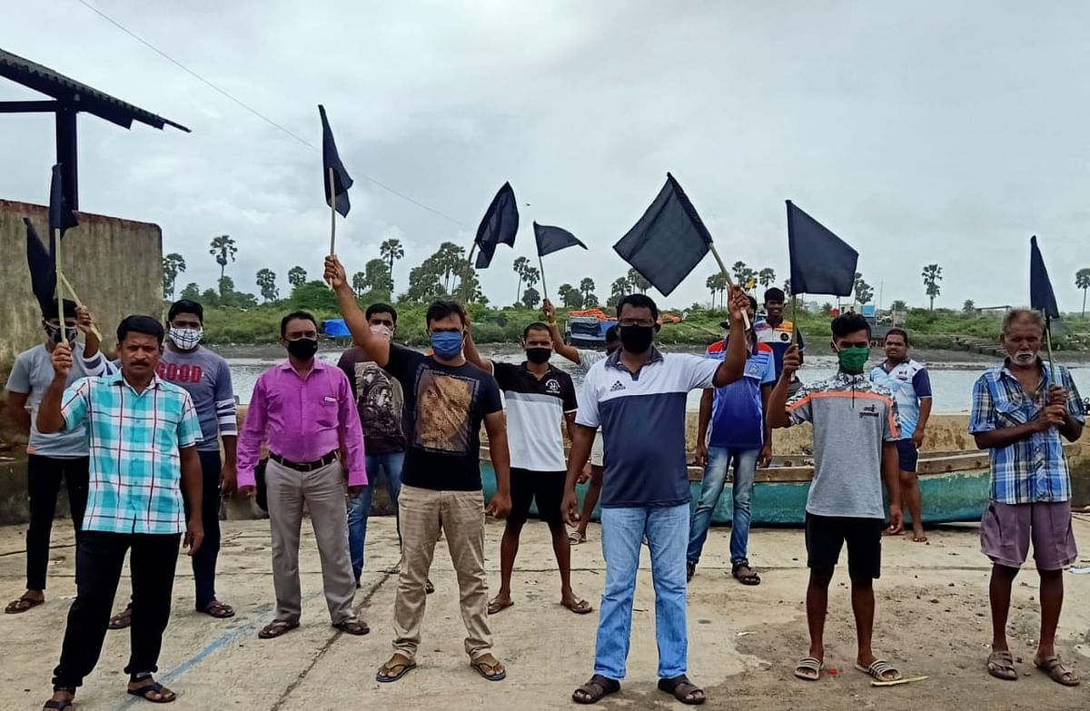 Fishermen from Mumbai, Thane, Palghar stage protest, demand relief package from state