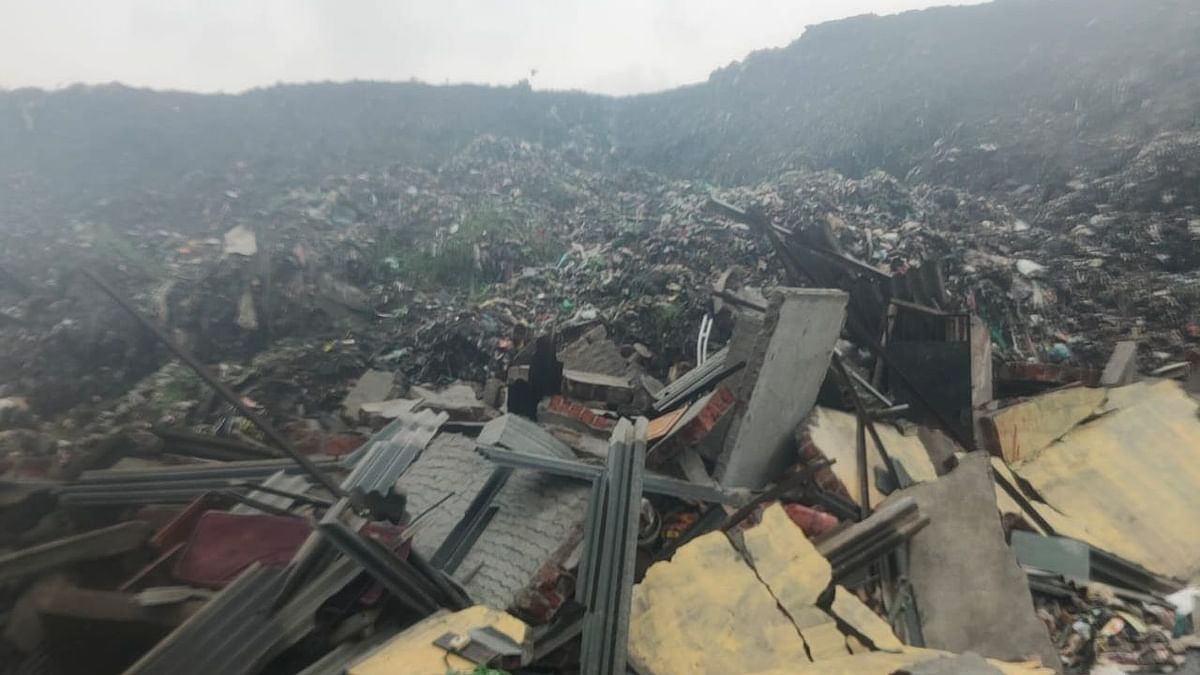 Mira Bhayandar: Garbage mountain crashes on hutments near Uttan Dump Yard, 30 people survive miraculously