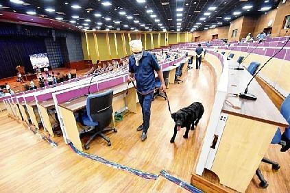 Corona strikes Patna politics