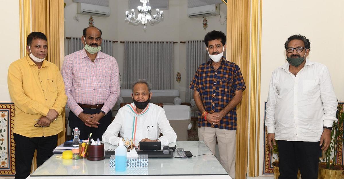 Rajasthan Political Crisis nears end as Pilot returns to Jaipur; Gehlot meets MLAs in Jaisalmer hotel