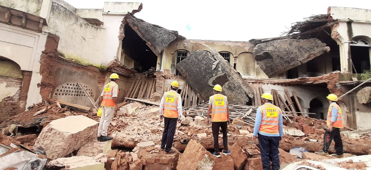 Madhya Pradesh: Zonal office building of municipal corporation collapses in Bhopal, several vehicles damaged