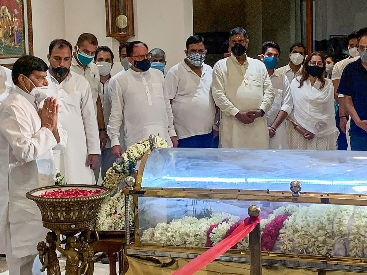 Pragatisheel Samajwadi Party leader Shivpal Singh Yadav pays tribute to the mortal remains of Rajya Sabha member Amar Singh