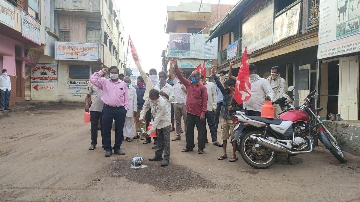 Farmers protest demanding higher milk prices in Maharashtra