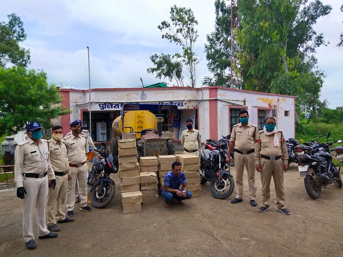 Indore: Man arrested smuggling liquor in water tanker