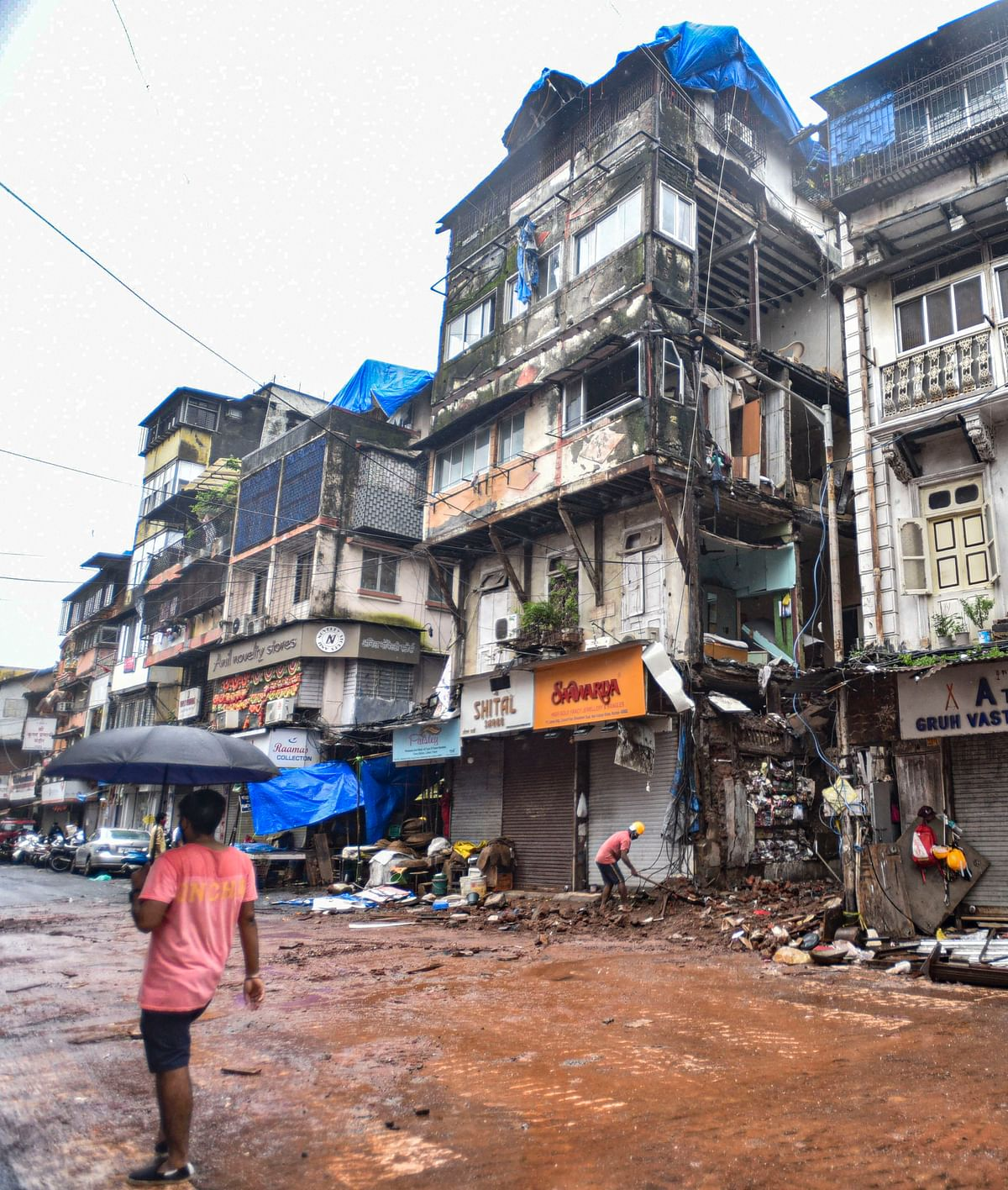 Mumbai Rains: Part of a dilapidated Bhuleshwar building collapses; water levels in lakes increase