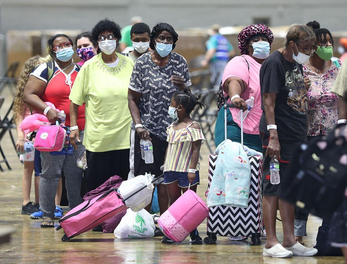 Hurricane Laura: Over half a million people flee US Coast