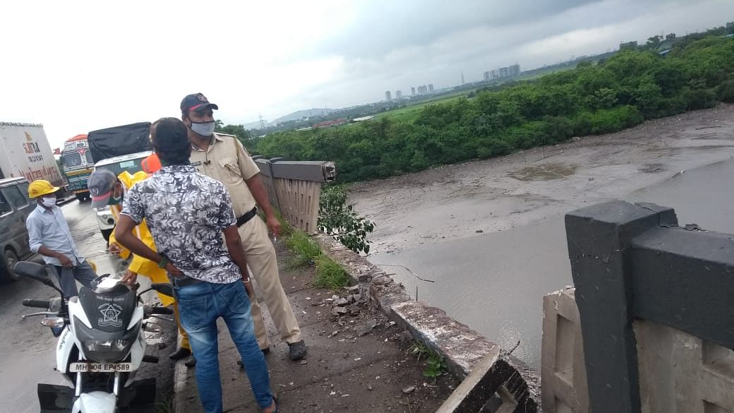 Thane: Medicine-laden truck falls in Kasheli Creek