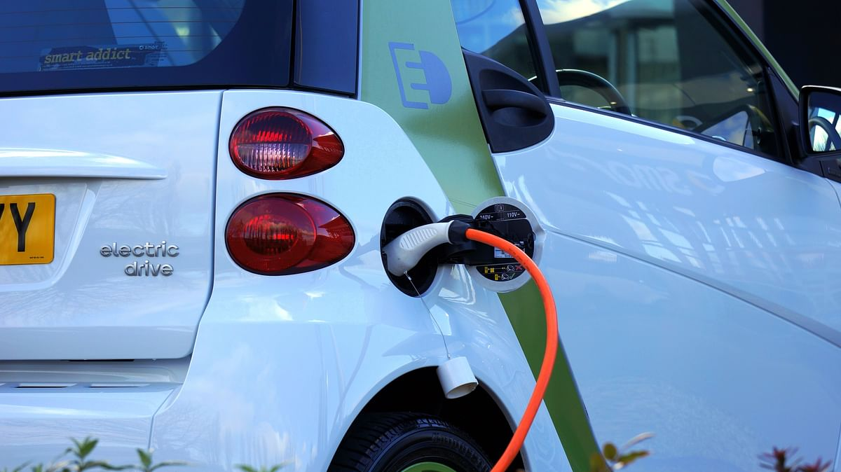 Sale, registration of electric vehicles without pre-fitted batteries permitted