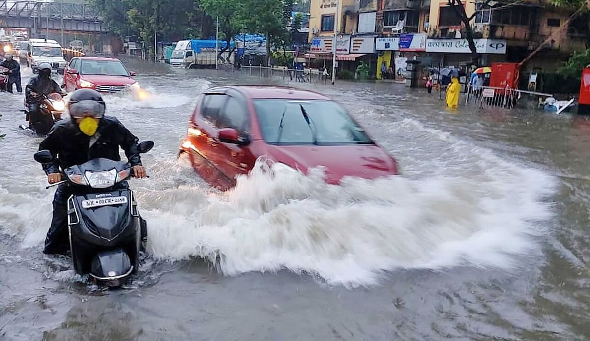 Thane's busiest roads waterlogged as heavy rains lashed the city