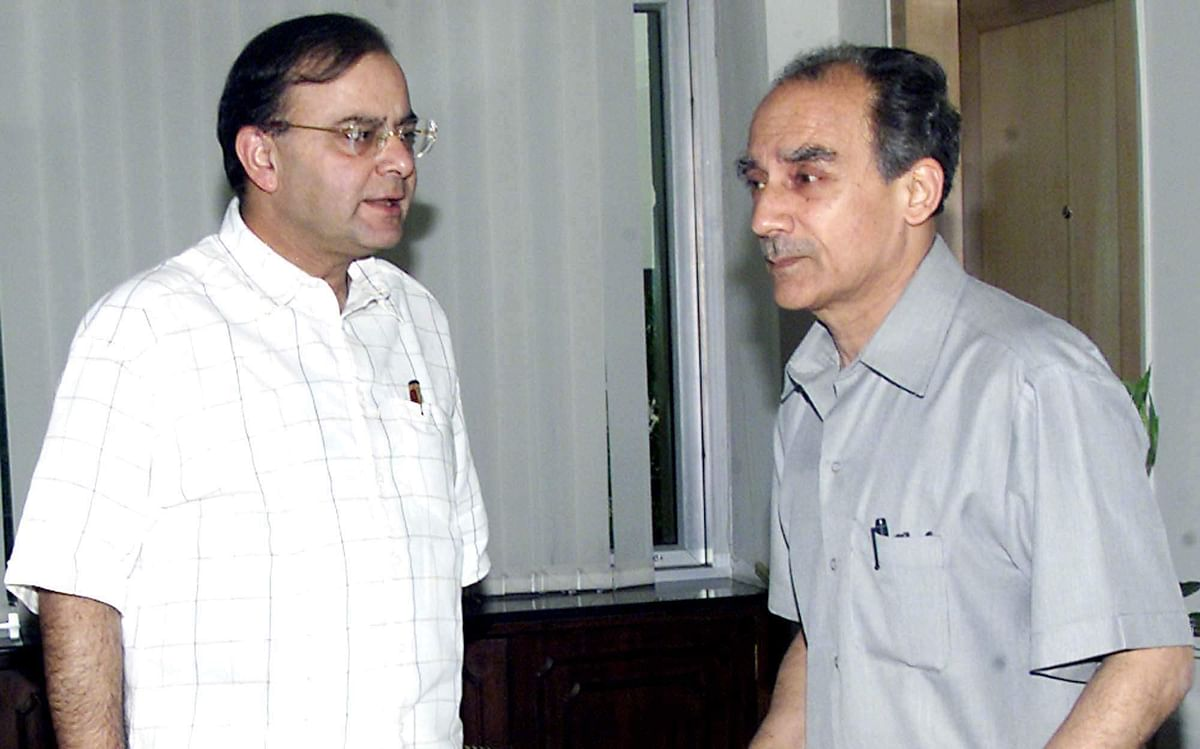 Then Union Commerce Minister Arun Jaitley with Disinvestment Minister Arun Shourie in New Delhi.
