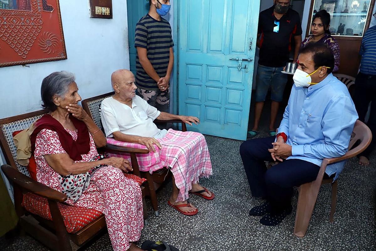 Maharashtra Home Minister Anil Deshmukh meets late Captain Sathe's family at their residence in Nagpur.