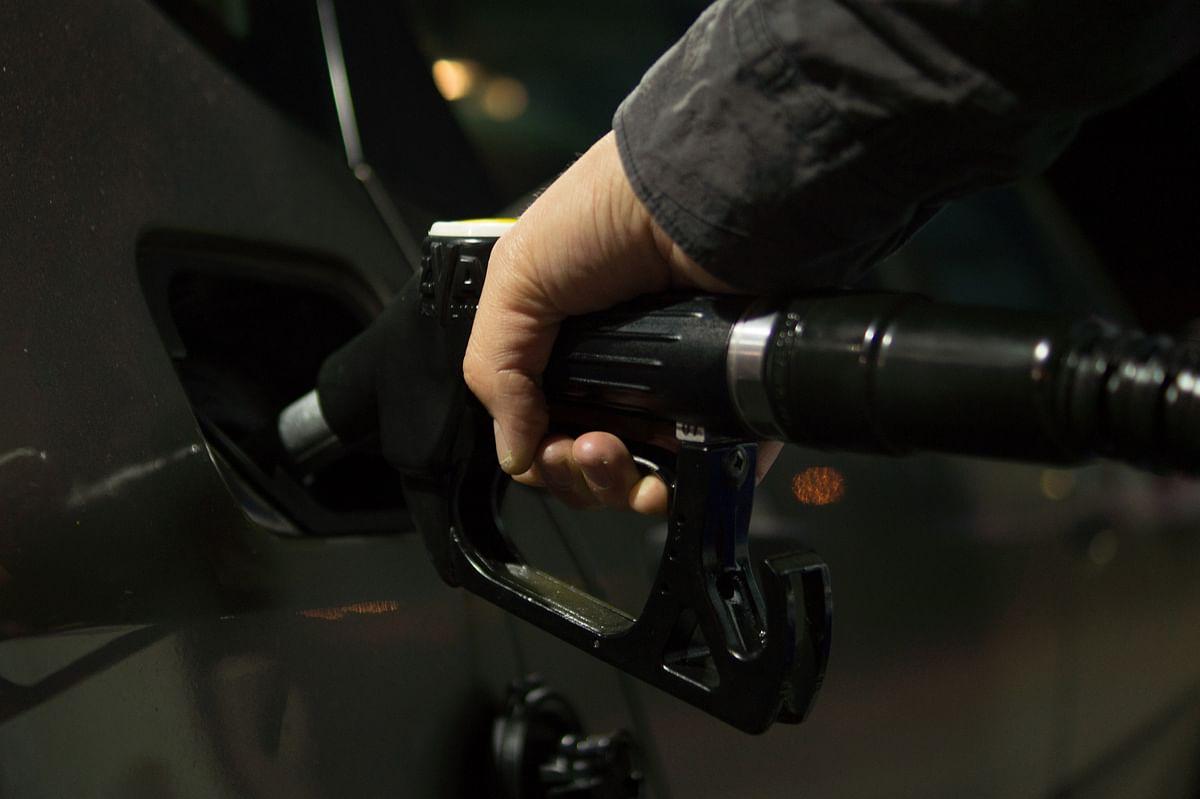 Petrol prices rise; diesel settles